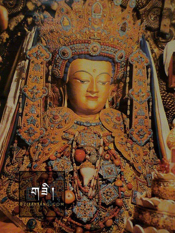 Tượng Phật Thích Ca Mâu Ni được trang trí bằng Đá Dzi