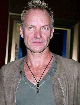Sting đeo vòng cổ với viên Dzi 9 mắt