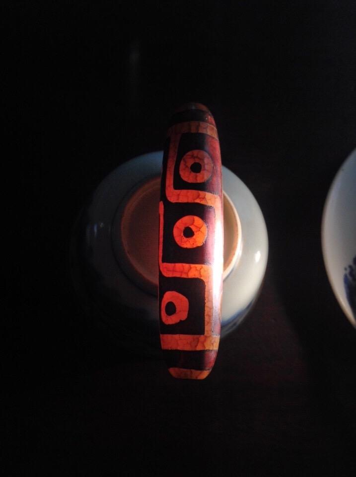 Đá Dzi Giả được làm từ Nhựa ép và bán với giá Đồ cổ